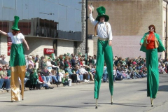 2009parade036-stiltwalkers